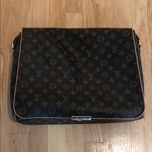 Louis Vuitton Bags - LOUIS VUITTON messenger bag